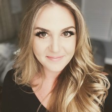 Ashley Sanders- Advanced Stylist and Product Coach