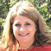 Michelle has been a slon coordinator with Rumors since June 2019. She enjoys spending time with her husband and 4 daughters and especially her Granddaughter.